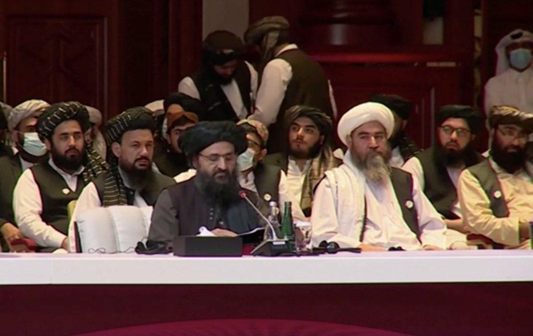 """El Gobierno afgano y los talibanes inician un proceso de paz """"histórico"""" tras 19 años de violencia"""