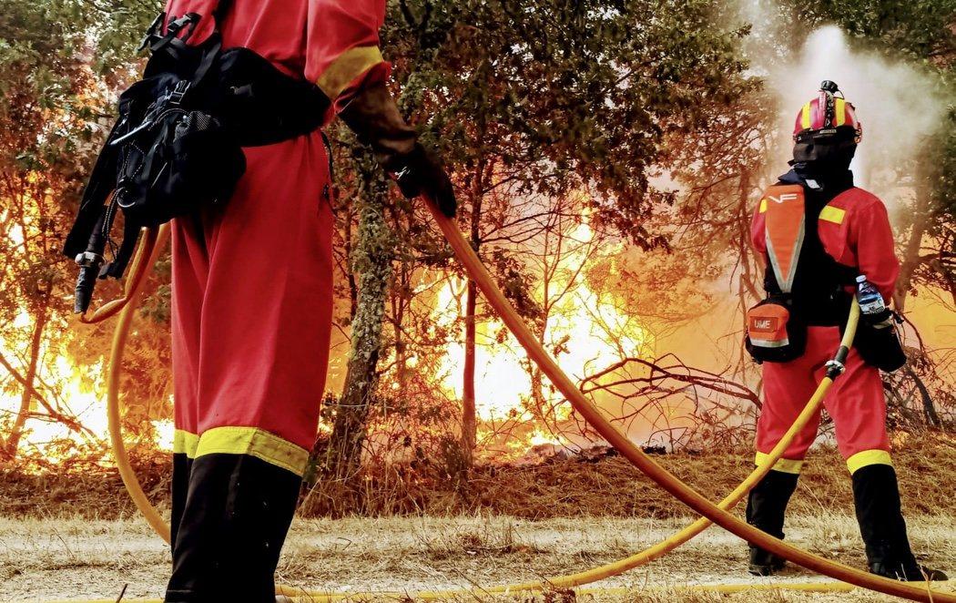 Los incendios en Galicia arrasan más de 8.000 hectáreas y amenazan zonas habitadas