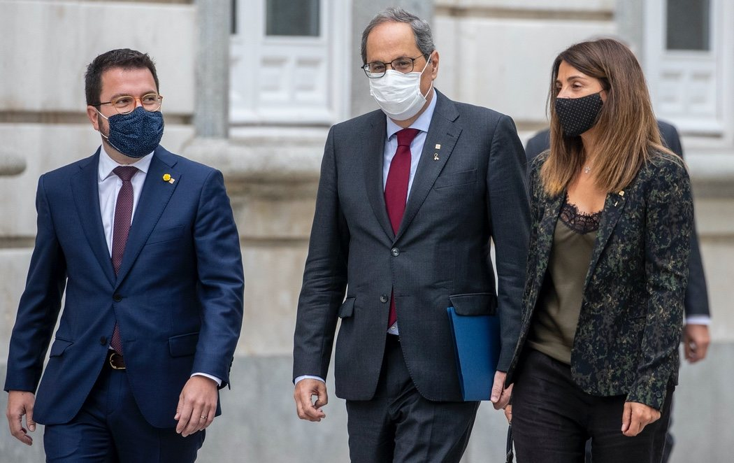 """El independentismo aparca sus diferencias para acompañar a Torra hasta el Supremo: """"He venido a mirarles a la cara"""""""