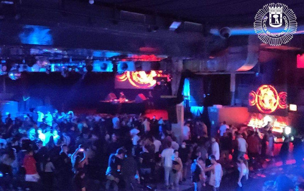 Desalojan un concierto con 300 personas en La Riviera de Madrid, sin mascarillas ni distancias
