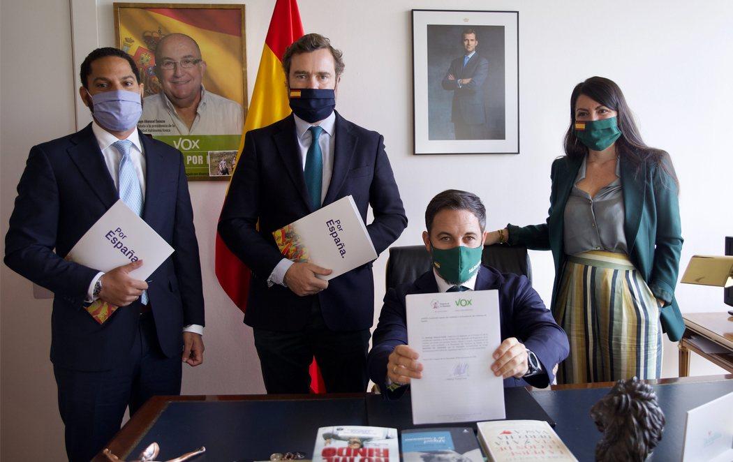 VOX registra en el Congreso la moción de censura contra Pedro Sánchez