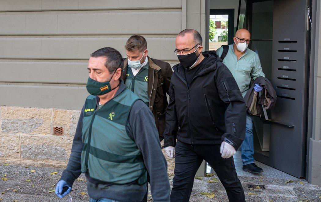 La Guardia Civil detiene a diez empresarios que montaron Tsunami Democràtic por desviar fondos públicos al independentismo