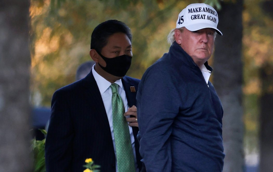 Triste, serio, cabizbajo... así vivió Trump su derrota más amarga