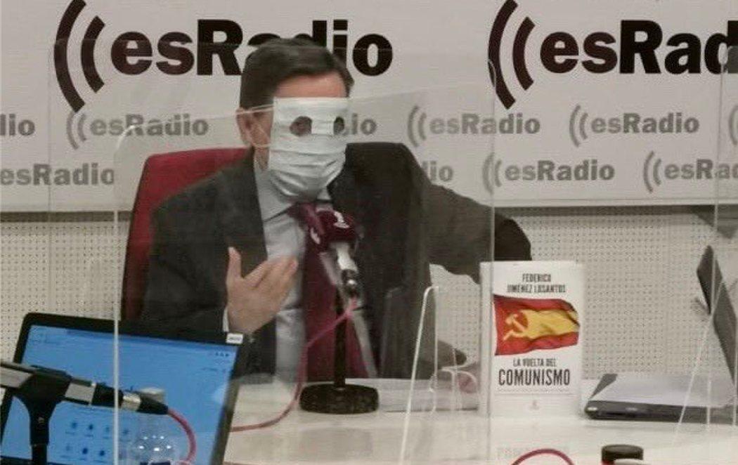 """Losantos critica los Presupuestos """"etarras y comunistas"""" 'encapuchado' con una mascarilla"""