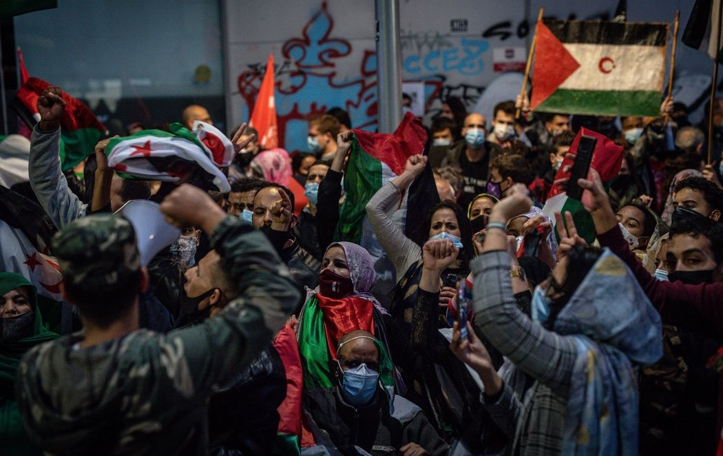 Multitudinaria manifestación frente al consulado marroquí en Barcelona en solidaridad con el pueblo saharaui
