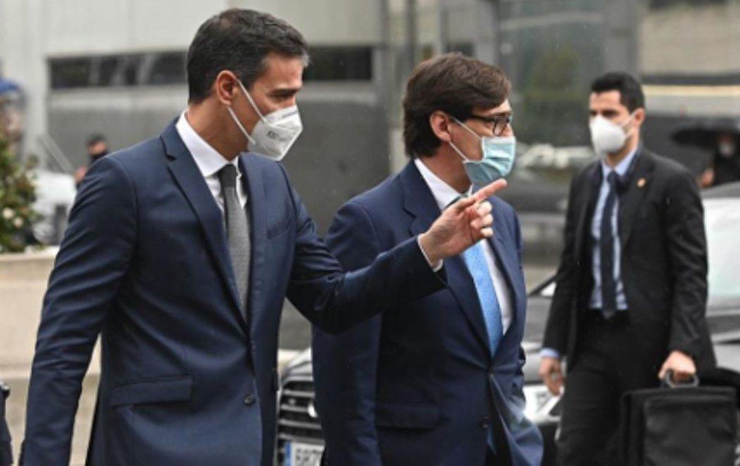 Abucheos contra Pedro Sánchez y Salvador Illa en su vista al Hospital La Paz de Madrid