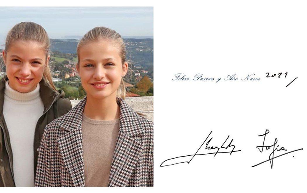 Felicitación navideña de los reyes con una foto de sus hijas; y una tarjeta de los eméritos con la firma de don Juan Carlos
