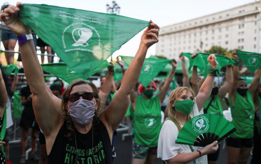 Argentina legaliza el aborto hasta las 14 semanas del embarazo