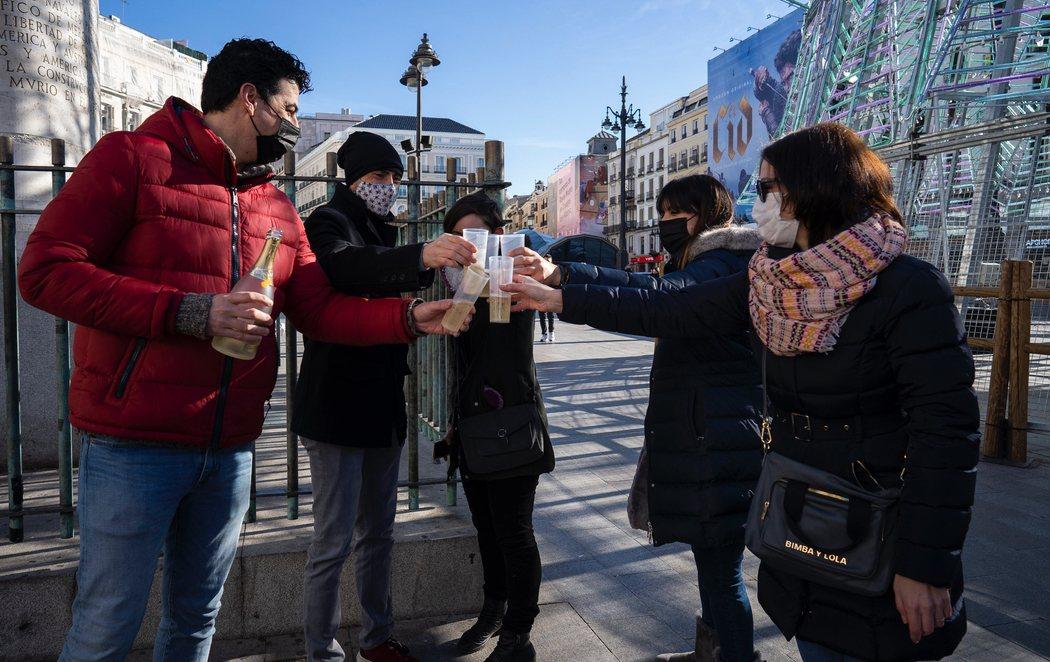 El ensayo de las campanadas en la Puerta del Sol despierta algo de ilusión para despedir el 2020