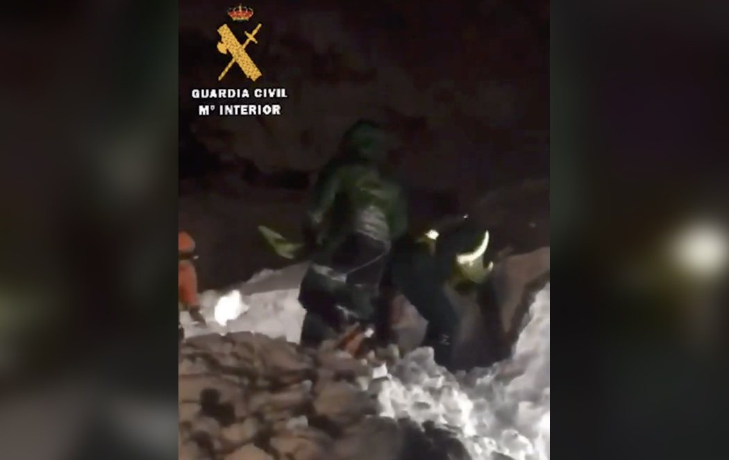 Muere un operario de una máquina quitanieves y otro está desaparecido por una avalancha en Asturias