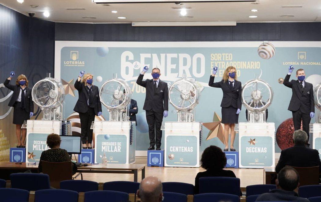 El número 19570 gana el primer premio de la Lotería de El Niño