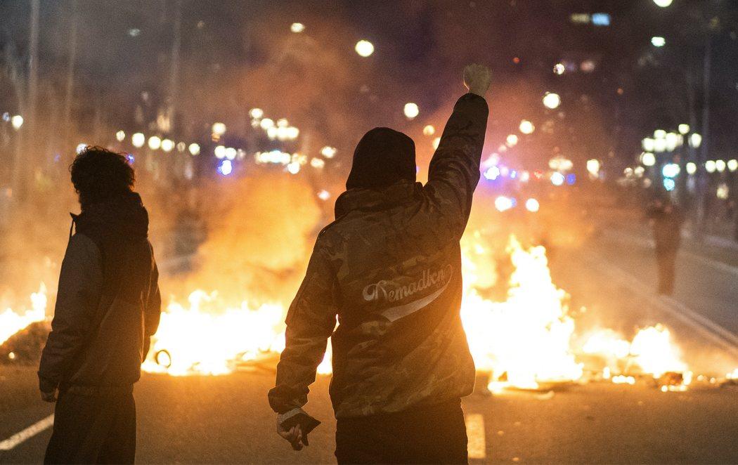 Disturbios en Cataluña por la detención del rapero Pablo Hasél