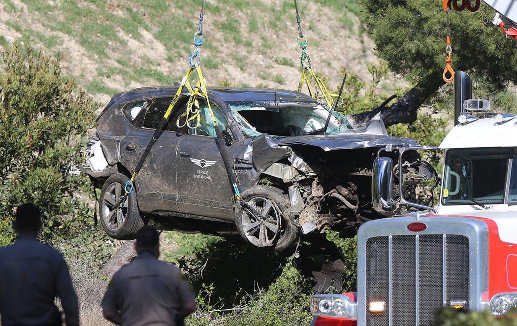 Tiger Woods sufre un grave accidente de coche
