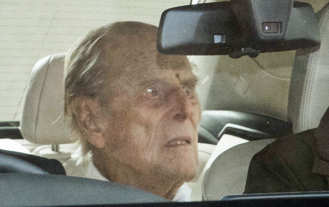 El duque de Edimburgo recibe el alta hospitalaria tras un mes ingresado