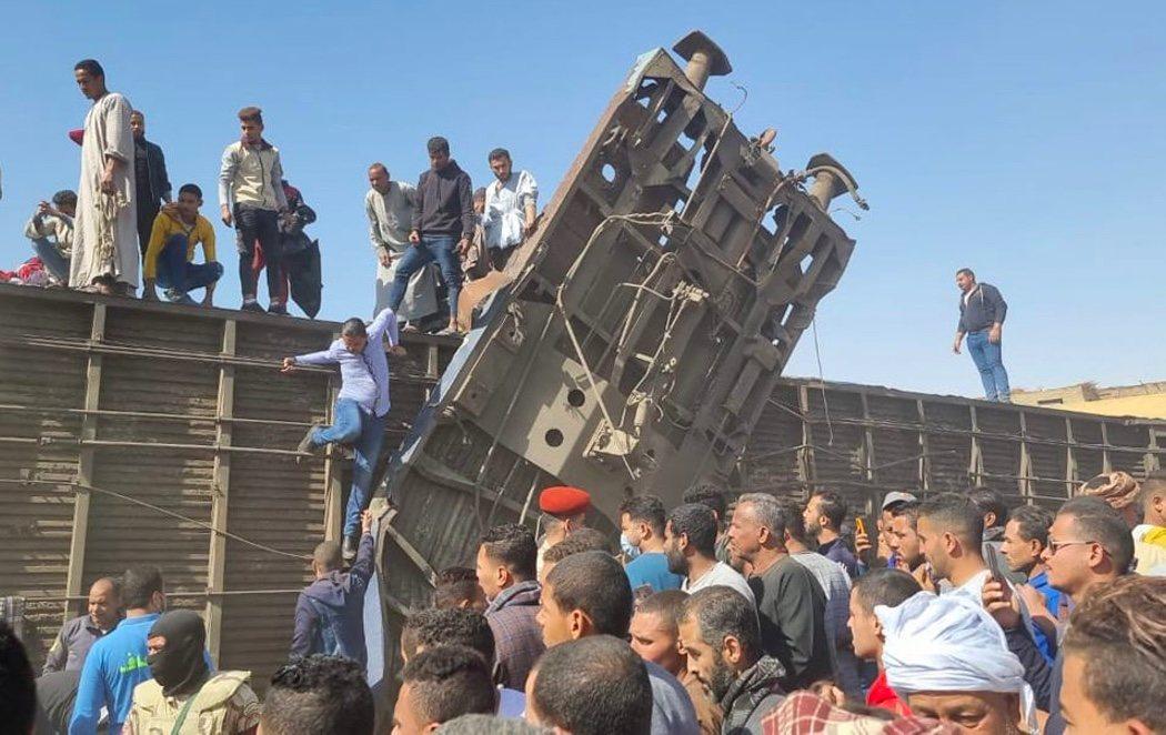 Más de una treintena de muertos y 60 heridos en un choque de trenes en Egipto