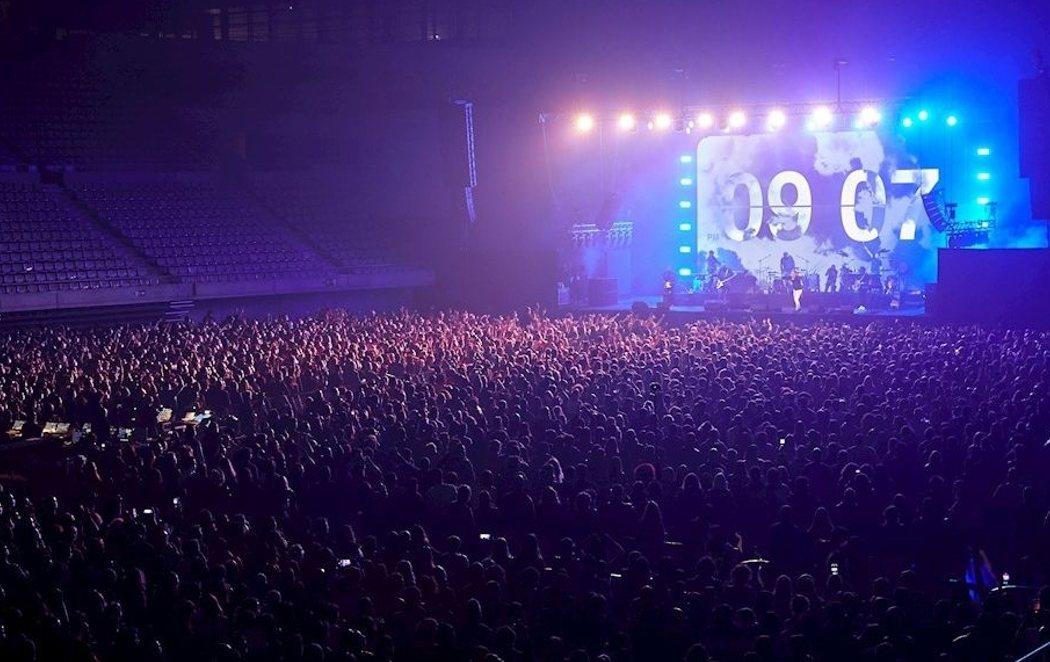 Love of Lesbian protagoniza el primer gran concierto sin distancia en pandemia congregando a 5.000 personas en el Palau Sant Jordi