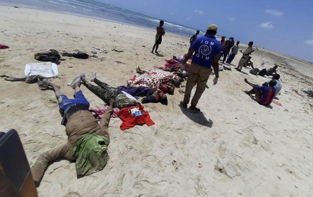 Al menos 42 personas migrantes mueren ahogadas frente a las costas de Yibuti