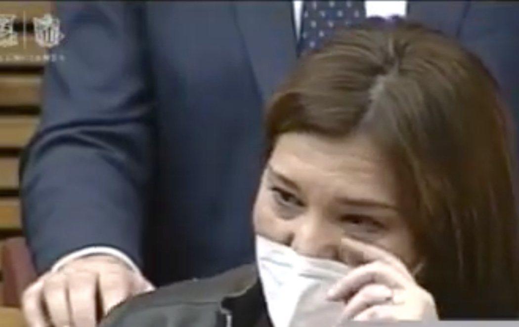Isabel Bonig, líder del PP valenciano, deja el acta de diputada entre lágrimas y reprochando que Casado no le dé otra oportunidad