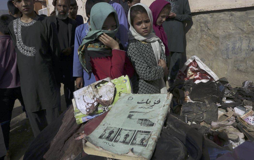 Al menos 55 muertos y 150 heridos en un atentado en una escuela femenina de Kabul