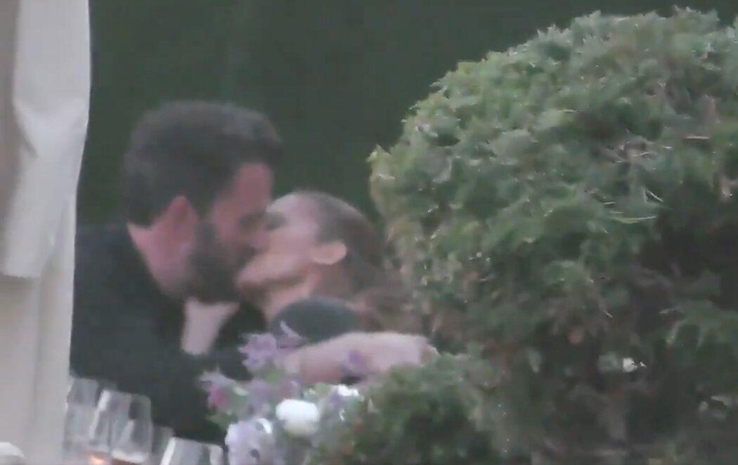 El beso que confirma la relación entre Jennifer Lopez y Ben Affleck