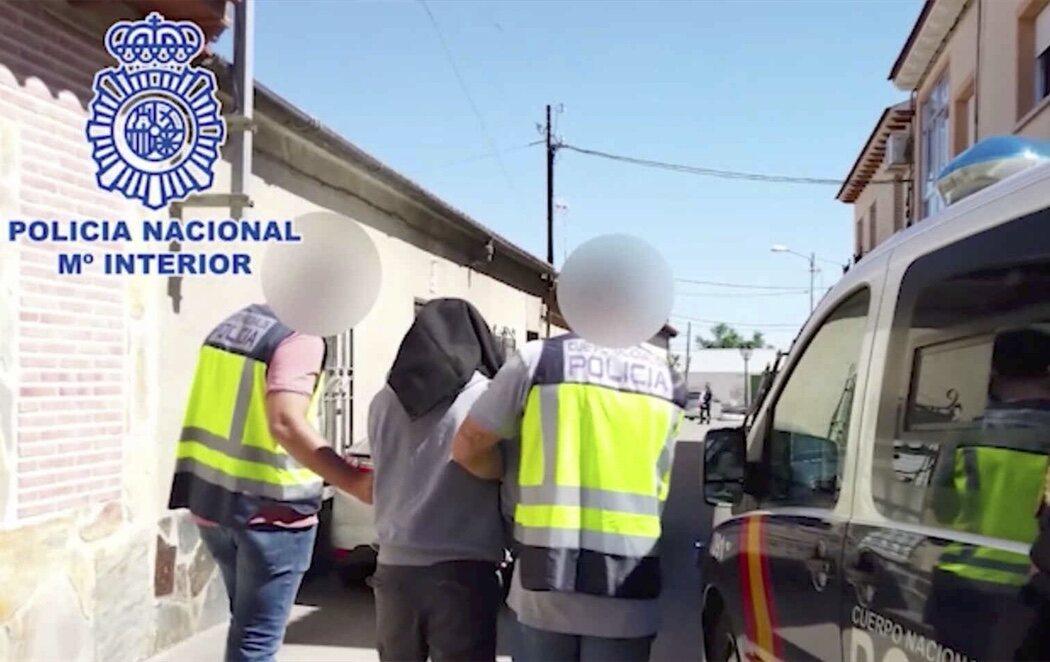 Detenido un yihadista con 60 manuales de explosivos, elaboración de venenos y tácticas de combate