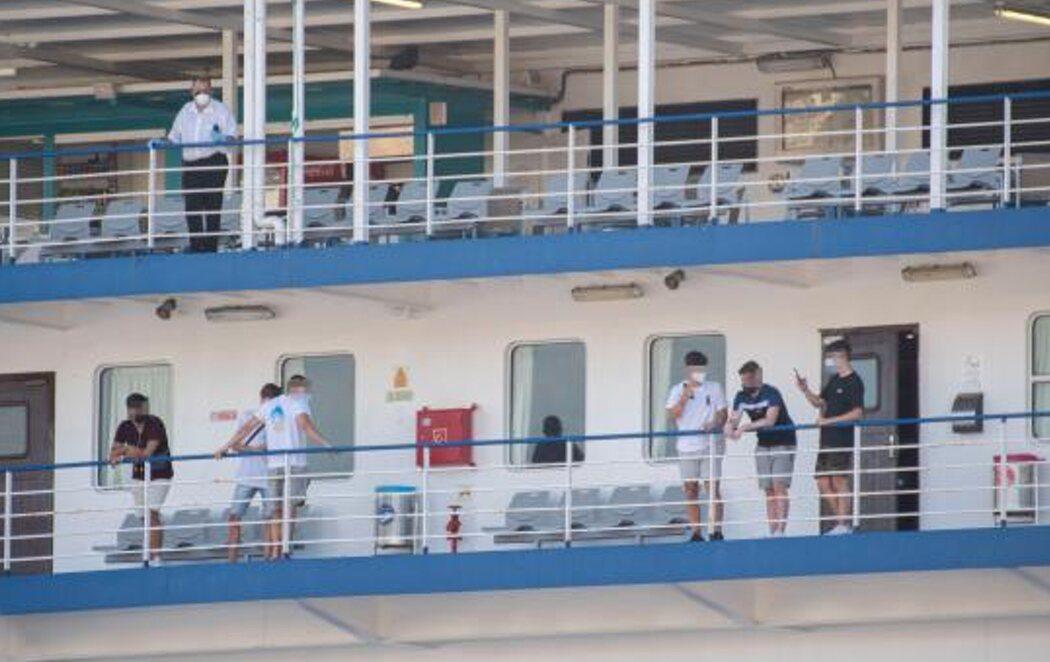 Los estudiantes del macrobrote de Mallorca regresan en barco a la Península