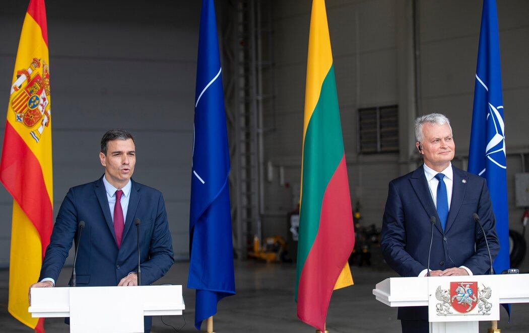 Interrumpida la intervención de Sánchez en Lituania por la amenaza real de un caza ruso que voló la zona sin permiso