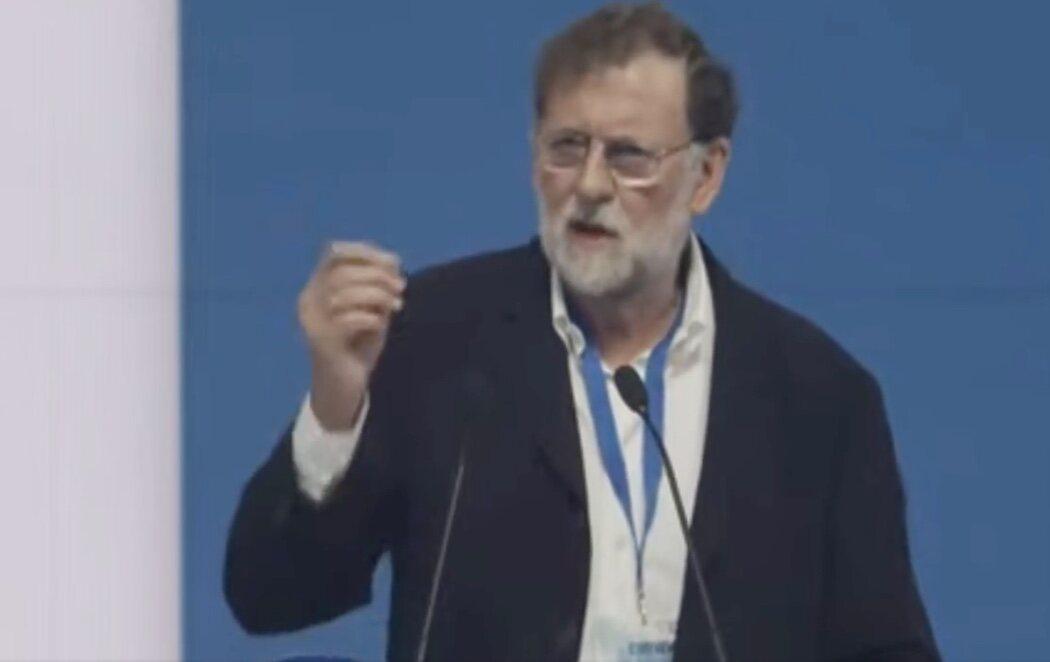 """Rajoy carga contra el Gobierno en el Congreso del PP gallego: """"Hay demasiada patada al diccionario: el 'todes', el 'hijes', demasiada patada al diccionario"""""""