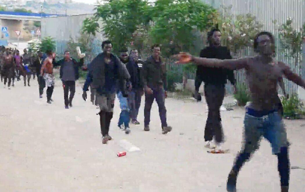 Mas de 250 personas saltan la valla de Melilla