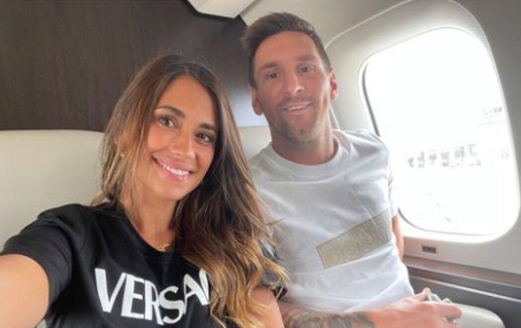 """Messi viaja con su esposa y sus hijos tras fichar por el PSG: """"Hacia una aventura, juntos los cinco"""""""