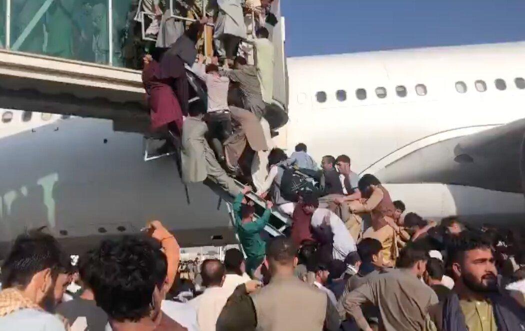 Al menos cinco muertos en el aeropuerto de Kabul tras los disparos en pleno caos por abandonar Afganistán