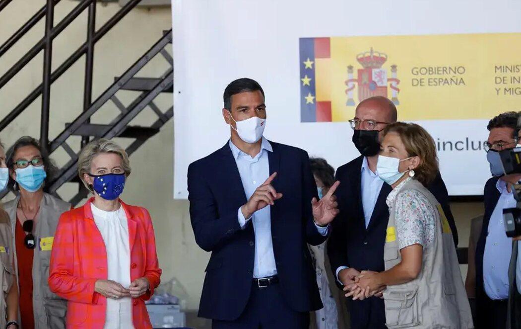 """""""Estamos a las duras y a las maduras"""": Pedro Sánchez visita con Ursula von der Leyen y Charles Michel el centro de acogida de afganos en Torrejón"""