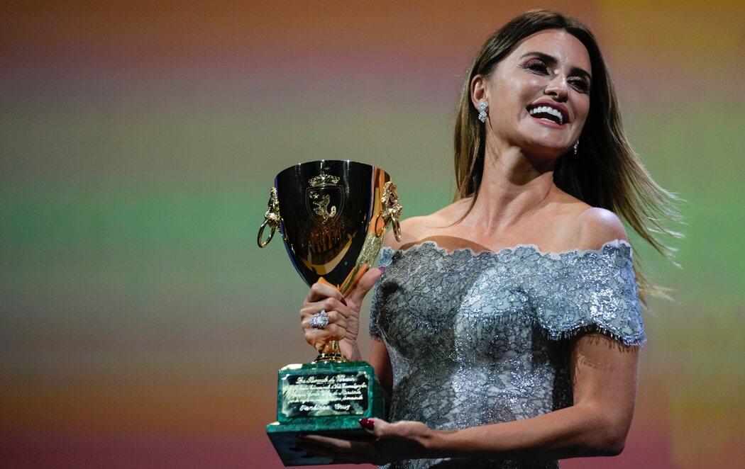 Penélope Cruz, primera española en ganar la Copa Volpi en el Festival de Venecia por su trabajo en 'Madres paralelas'