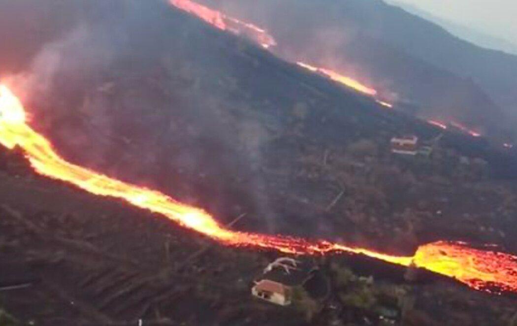 La erupción en la Palma origina una nueva boca y otra colada