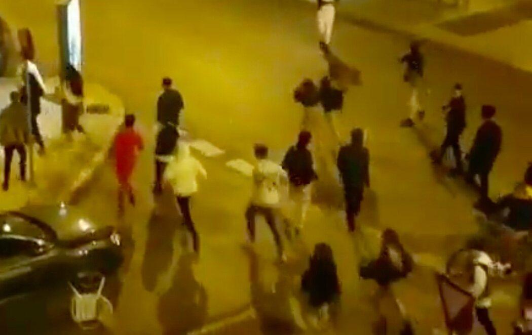 La Policía disuelve un botellón con miles de personas en Madrid que deja varios heridos