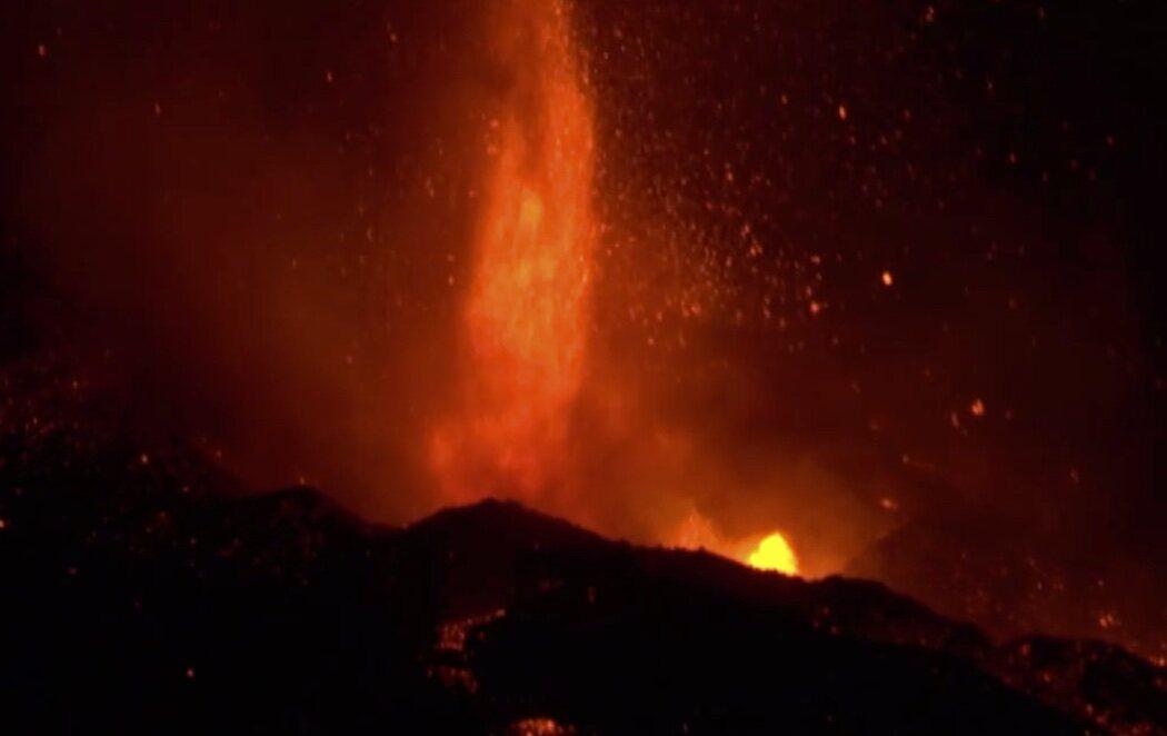 La colada de lava del volcán de La Palma alcanza la altura de un edificio de 25 plantas en algunas zonas