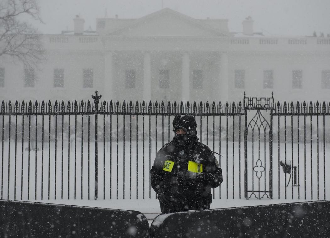 La Casa Blanca cubierta por la nieve
