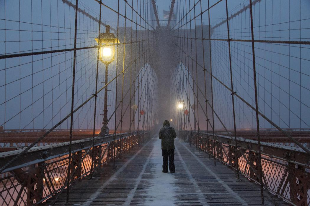 El Puente de Brooklyn bajo la tormenta Jonas