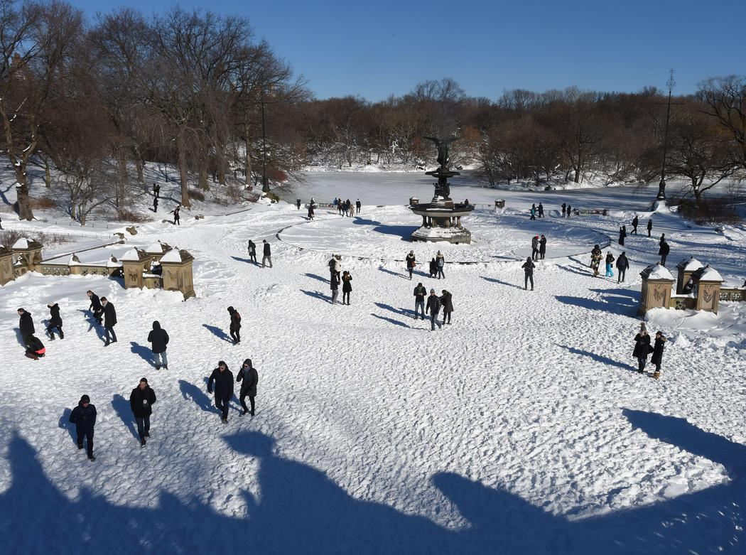 La fuente Bethesda, cubierta por la nieve