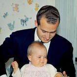 Juan Carlos con Cristina de bebé