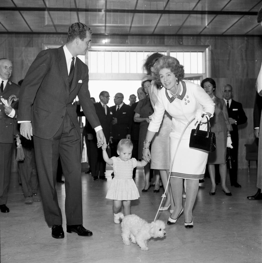 Juan Carlos, Elena, la suegra y el perro