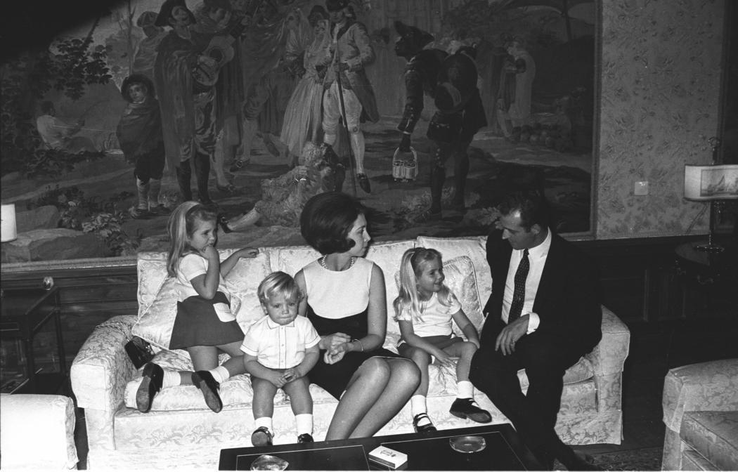 La Familia Real en un salón tétrico