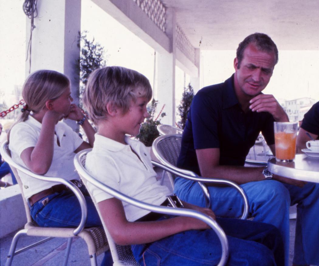 Juan Carlos, Felipe y Cristina se toman un refrigerio