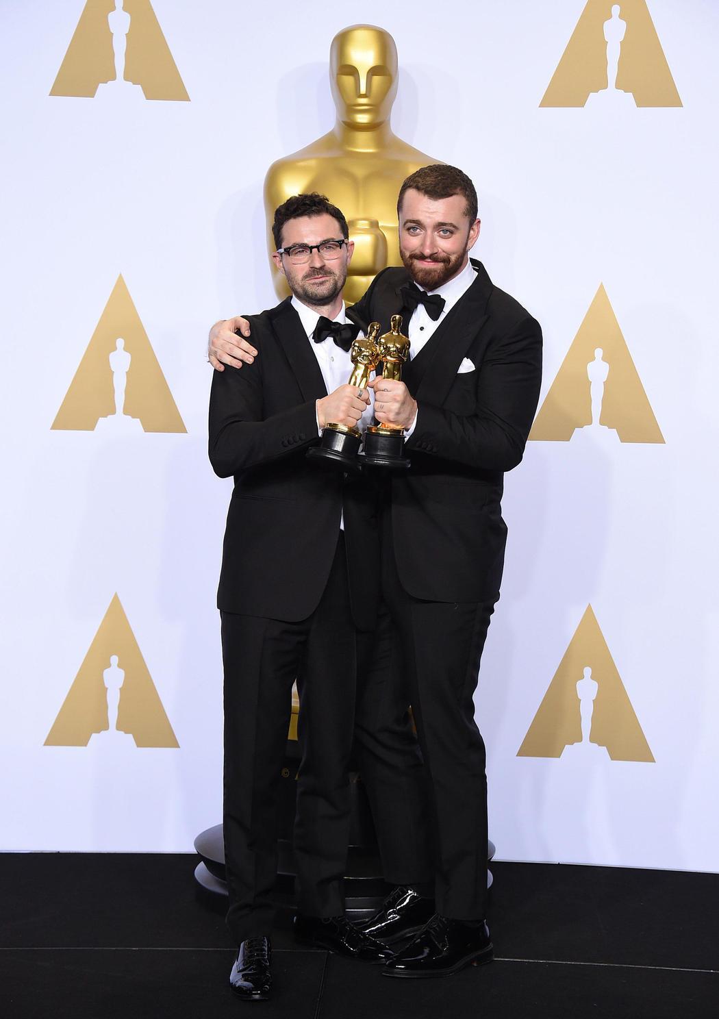Sam Smith con el Oscar 2016 a la mejor canción