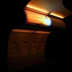 Luces y proyectores en el avión