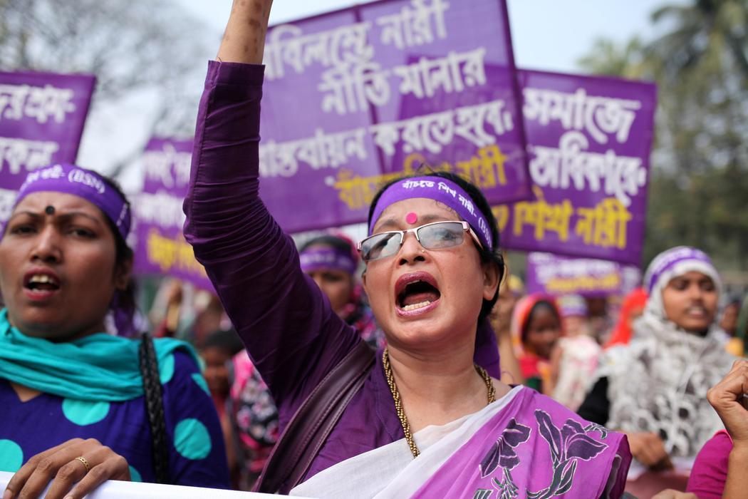Manifestantes en Daca (Bangladés)