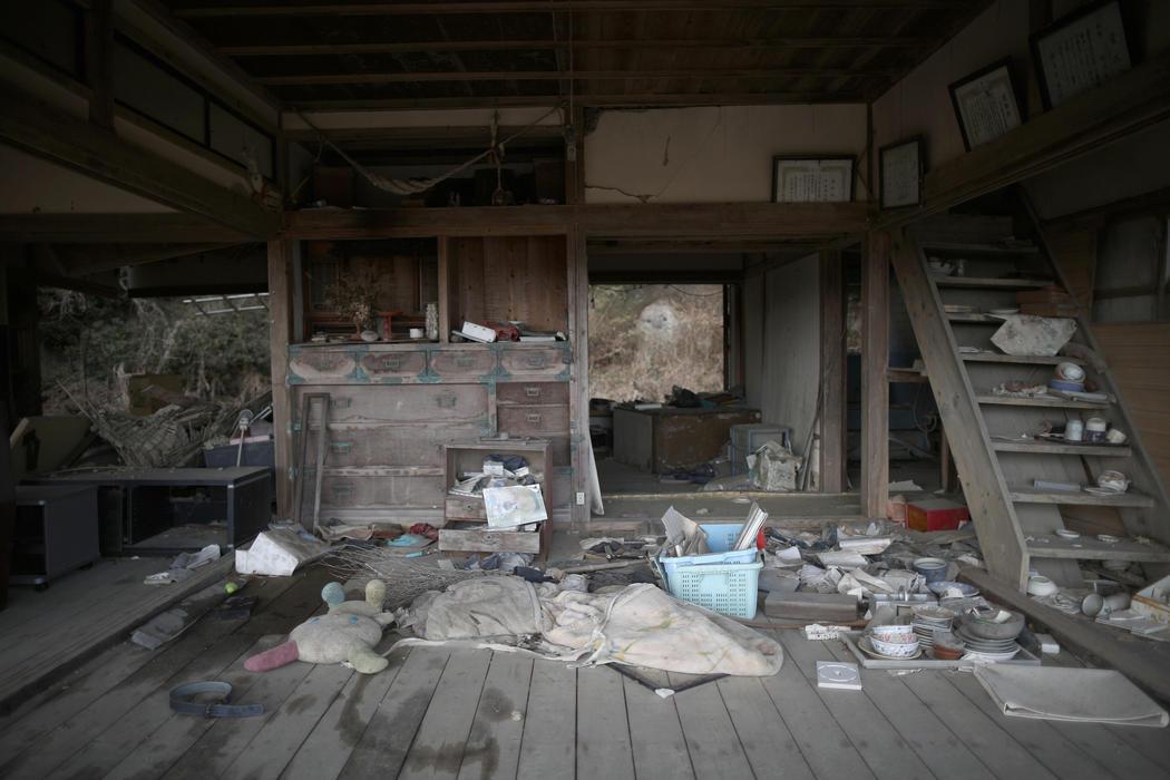 El interior de una vivienda en Fukushima, cinco años después del desastre