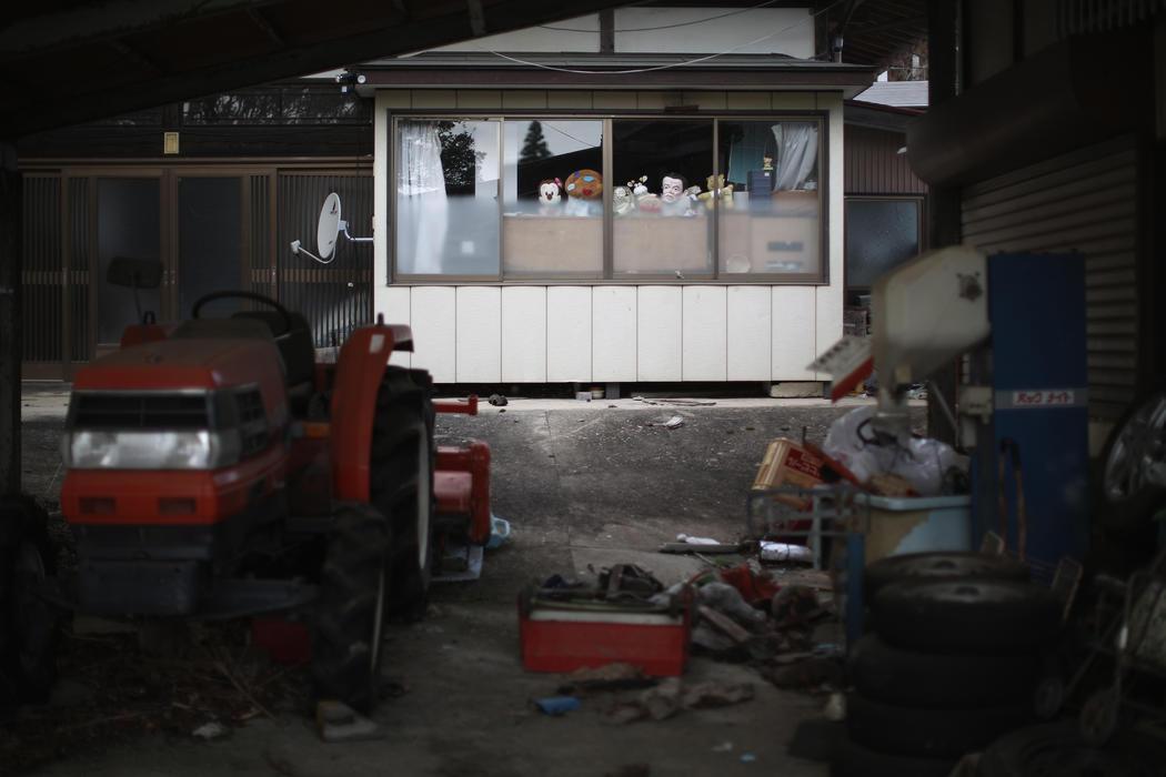 Algunas herramientas y juguetes permanecen intactas cinco años después del desastre nuclear