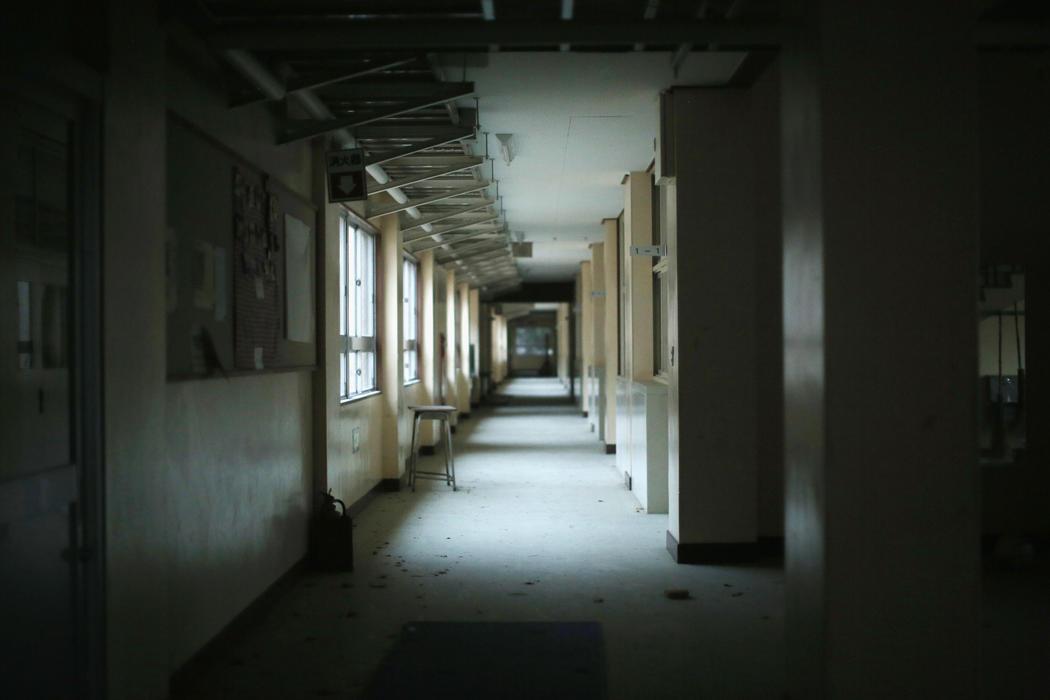 Una escuela vacía en el foco de radiación de Fukushima