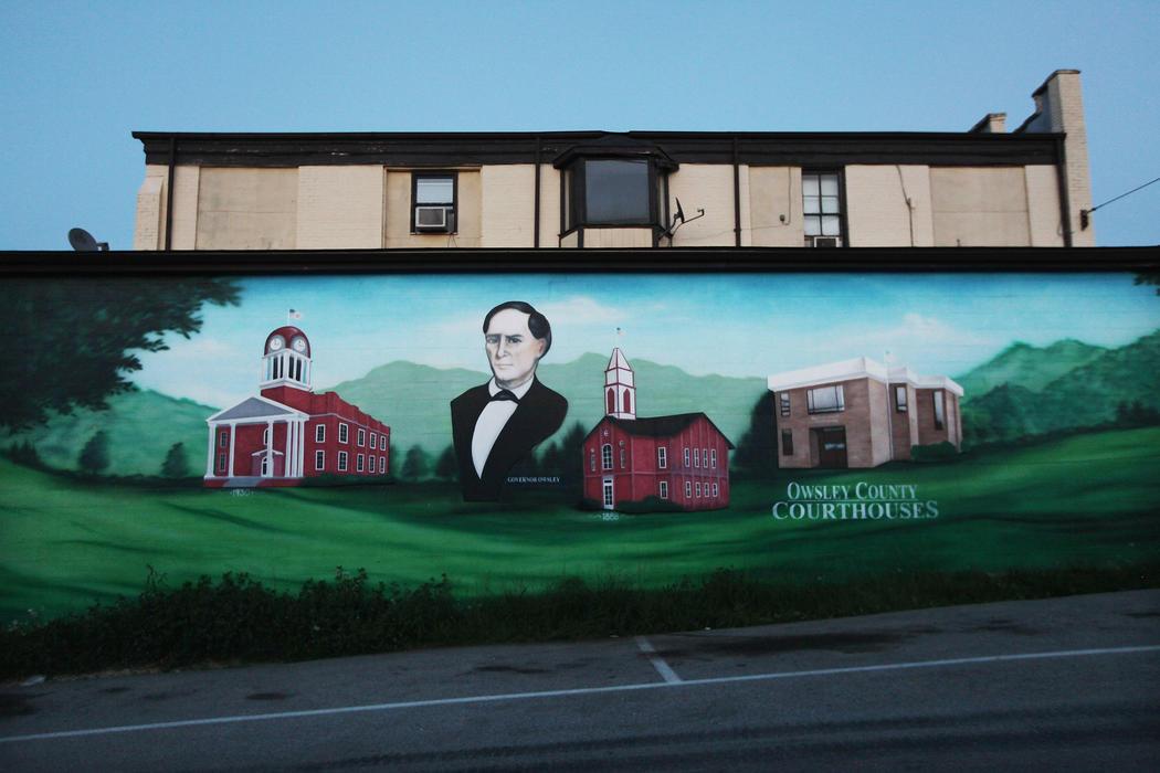 Una fachada decorada para combatir la pobreza